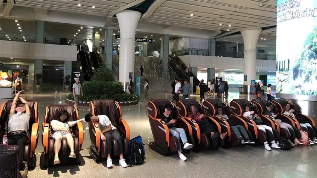 圖/翻攝新華報 火車站按摩椅「吃人」!受困女淒厲慘叫被迫剪髮