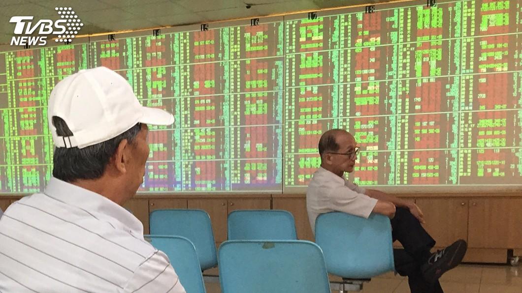 圖/中央社 台積電、大立光震盪走跌 台股回測10900點