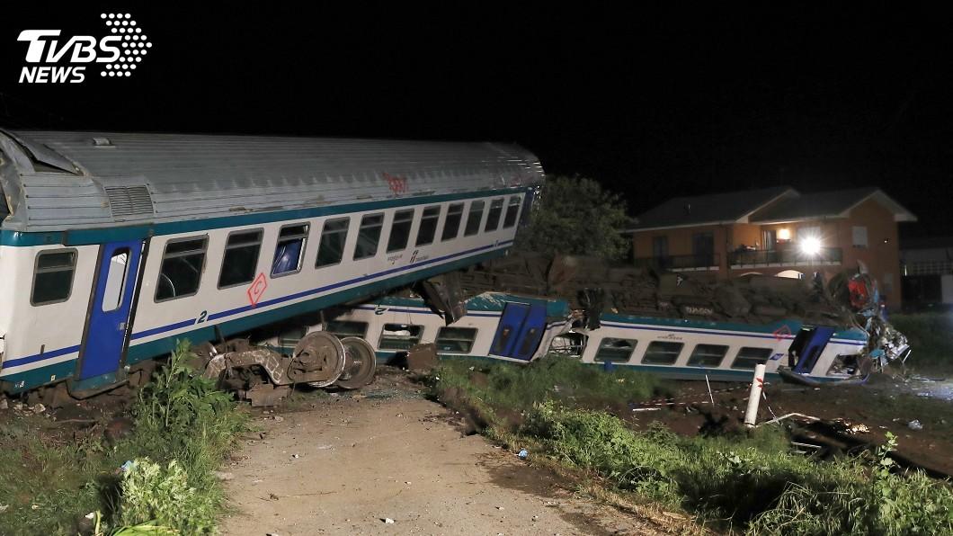圖/達志影像美聯社 義火車出軌 乘客:彷彿墜入地獄一片漆黑