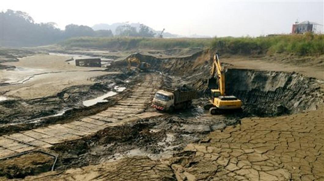 南水局正積極地替白河水庫進行清淤工程。(圖/翻攝自南水局)