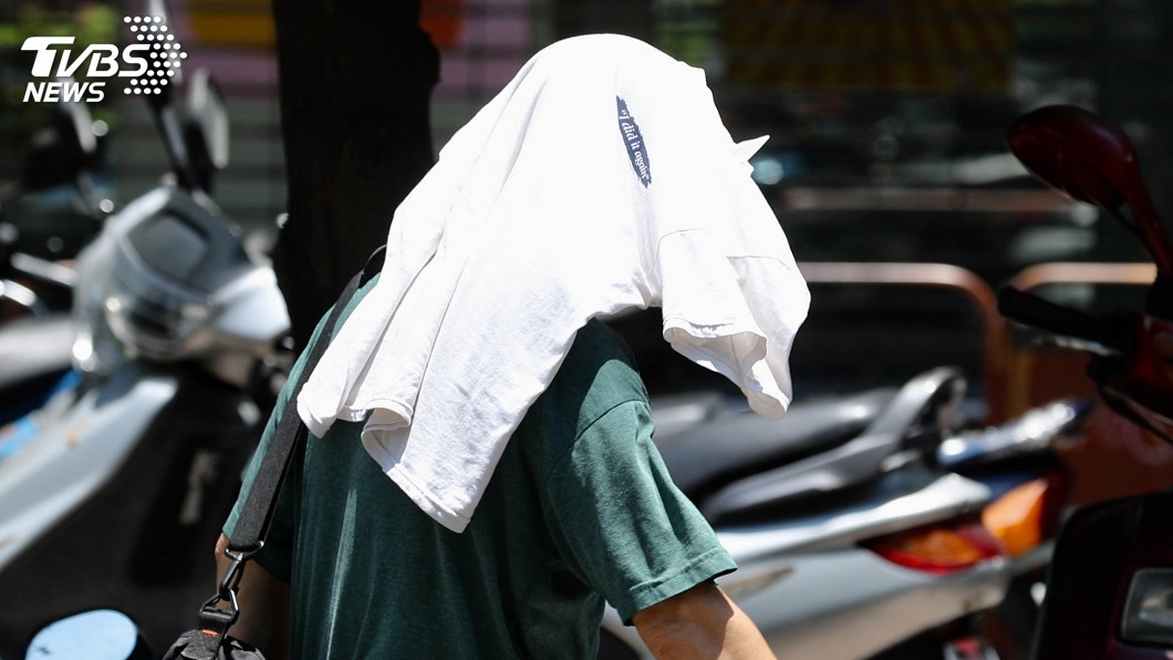 圖/中央社 熱到生病! 5月累計310人次因熱傷害就醫