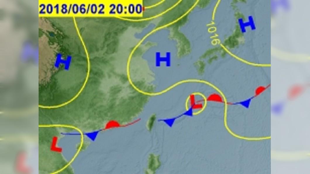 週五到週日將有一道鋒面通過,恐會帶來大雨。圖/中央氣象局