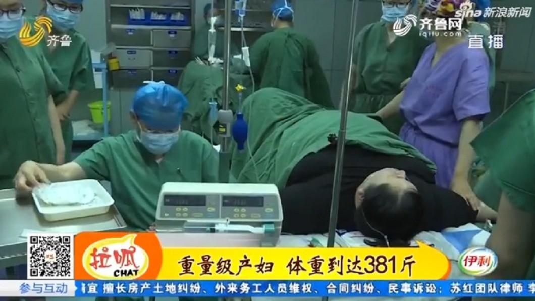 圖/翻攝自新浪網 190公斤孕婦「脂肪太厚」產女嬰 醫:像從井裡撈孩子