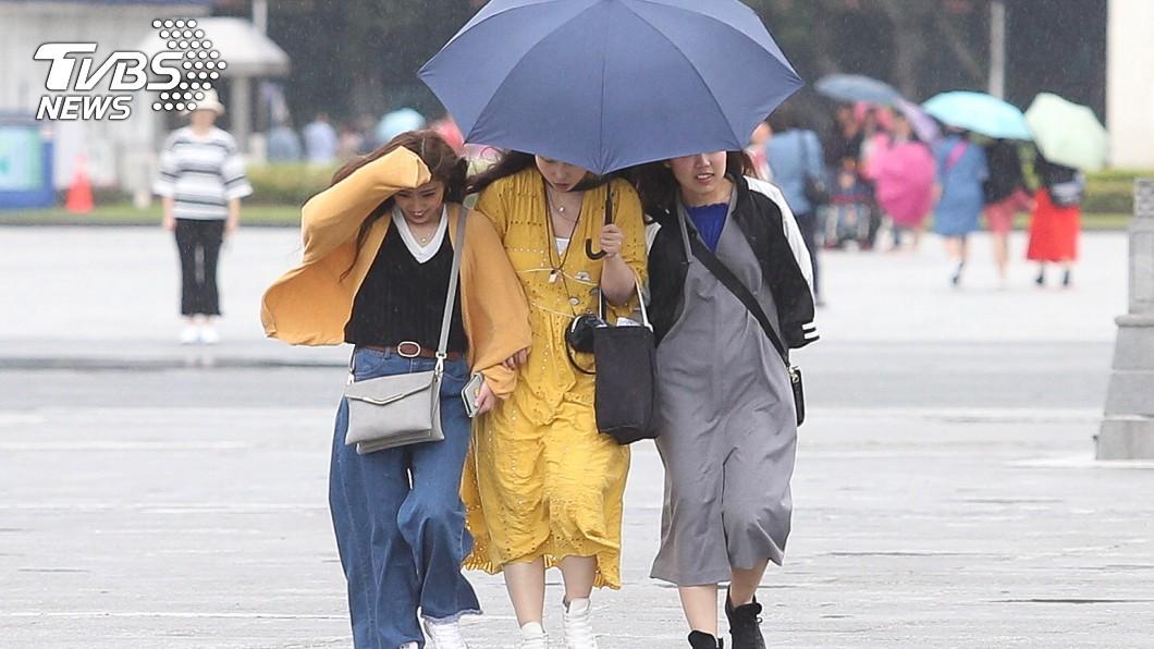 圖/中央社 東北風來襲!下週最低溫降至18度「雨一路下到國慶」