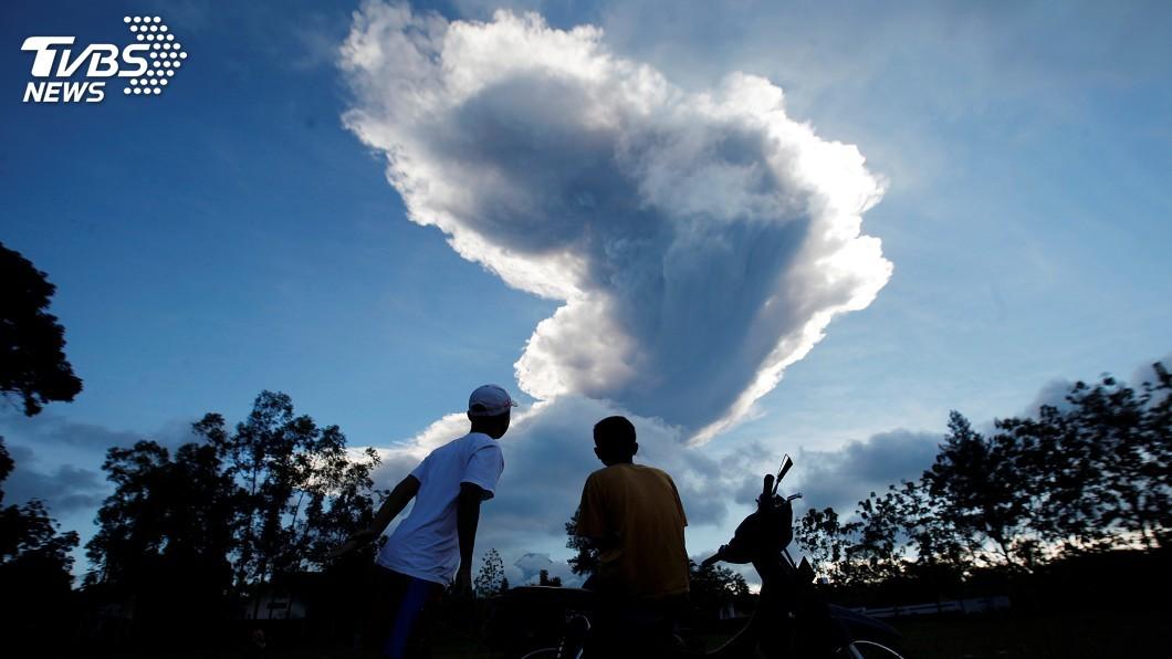 圖/達志影像路透社 印尼梅拉比火山再噴發 維持2級警戒
