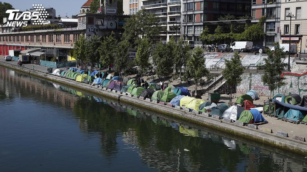 圖/達志影像美聯社 因應移民潮 法警清除巴黎2非法難民營