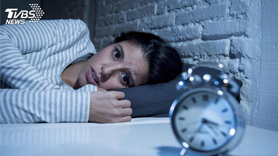 示意圖,非當事人。圖/TVBS 淺眠妻崩潰!婆婆半夜查房 規定睡覺「男左女右才會好」