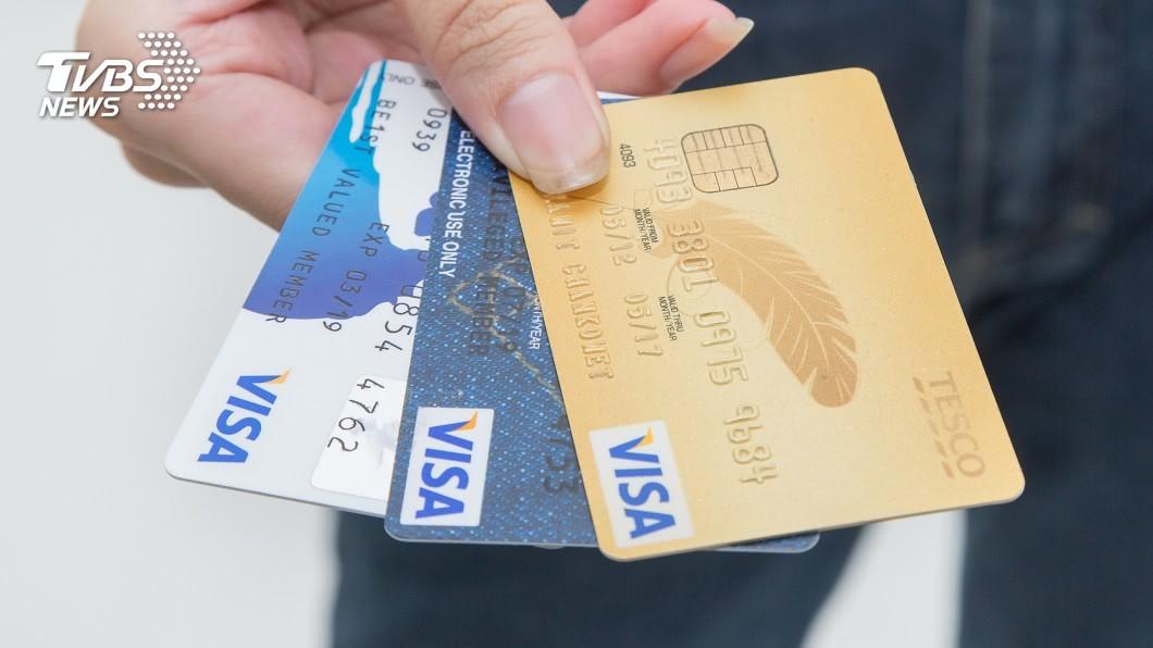 英國一名男孩用父親的信用卡賭博,一共狂輸了超過300萬。(示意圖/TVBS) 偷父信用卡賭博 13歲男孩狂輸300萬