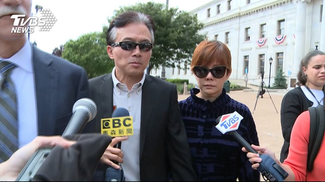 孫鵬狄鶯現身法院,滿頭白髮面容憔悴。圖/TVBS資料畫面