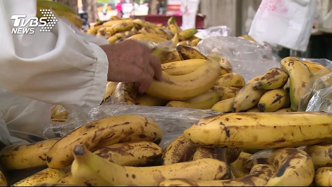 今年香蕉盛產,價格低迷。圖/TVBS