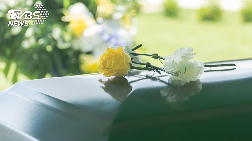 女網友表示外公過世,但卻因為婆家有習俗上的禁忌,讓她無法去送外公最後一程。示意圖/TVBS