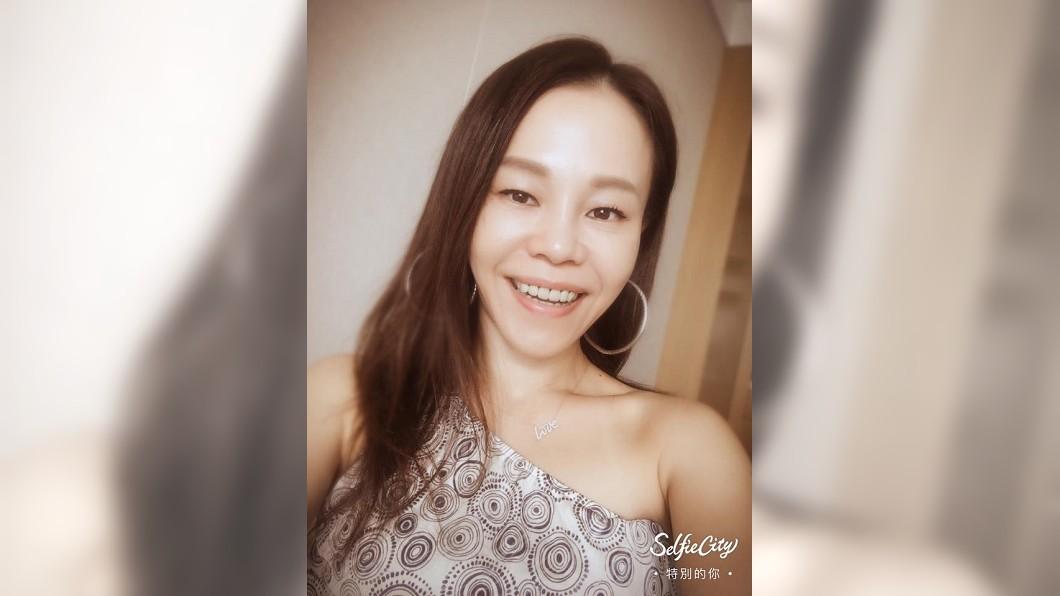 圖/翻攝自彭佳慧臉書 彭佳慧激吻壯男認3月離婚 再爆去年就擁新歡