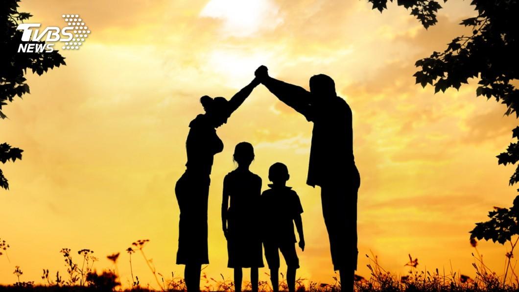 示意圖/TVBS 受虐兒逐年降…寄養家庭更少 「老人帶小娃」成常態