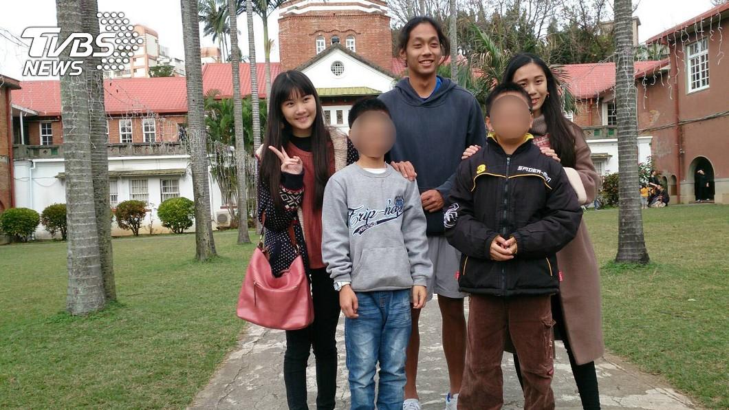 小翔、小成和寄養家庭的哥哥姐姐相處融洽。圖/寄養家庭授權提供