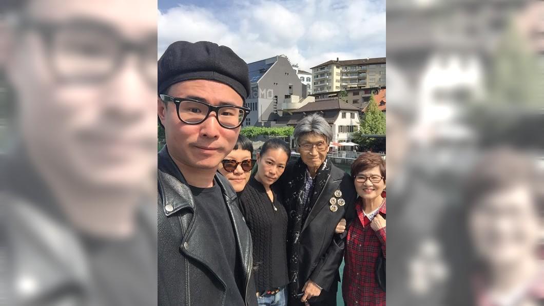 傅達仁執行安樂死前最後一天,全家陪他逛公園。(圖/翻攝自傅達仁臉書)