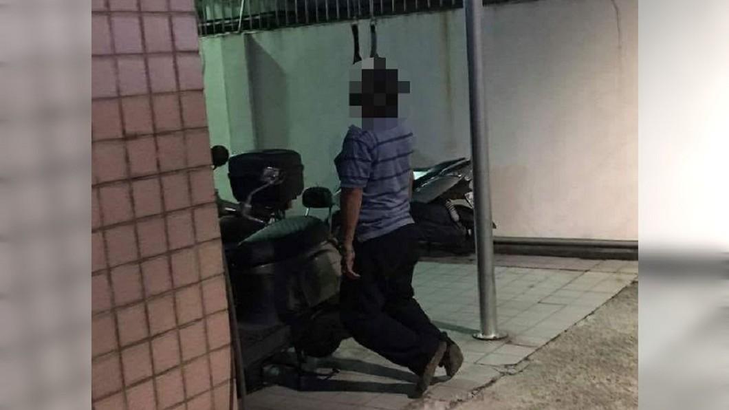 圖/爆廢公社 停車場驚見「阿伯上吊」嚇到閃尿 真相讓人傻眼