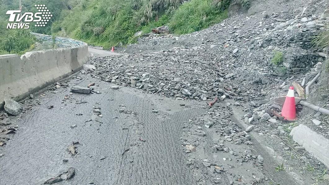 圖/中央社 南橫公路落石坍方 部分路段暫勿進入