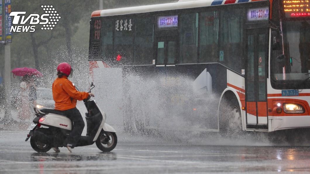 圖/中央社 連假泡湯! 氣象局:下週恐「致災性豪雨」襲台