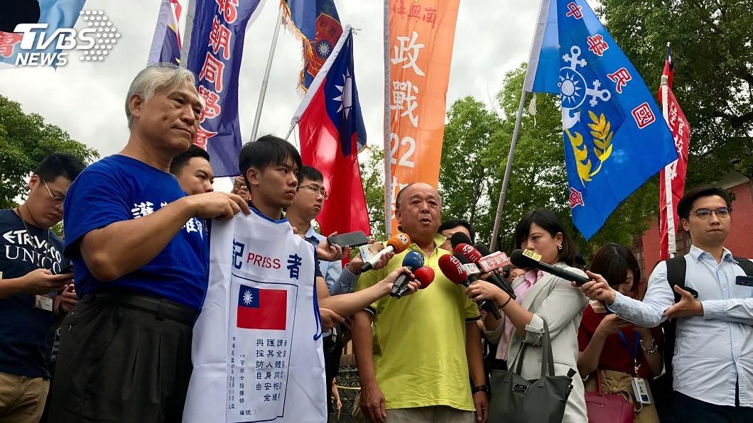 圖/中央社 立院臨時會將審軍改 八百壯士場外集結抗議