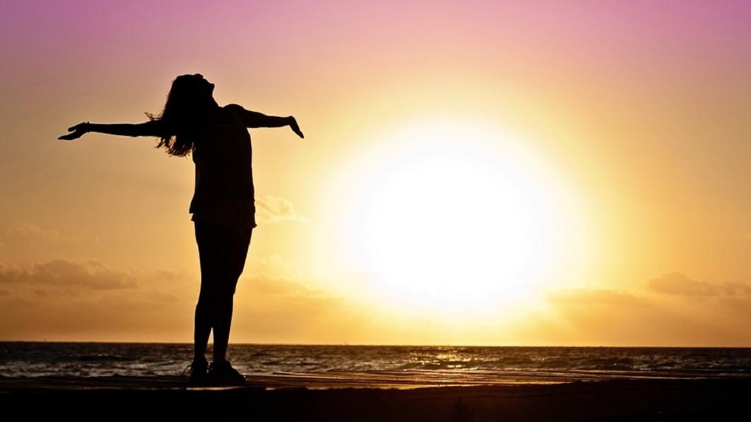 母親享受現在自由的生活。圖/翻攝自pixabay網站