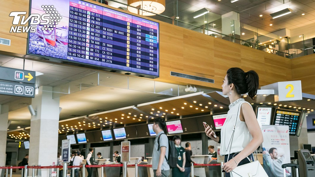 圖/友達提供 友達55吋極窄邊框拼接牆顯示器 進駐松山機場
