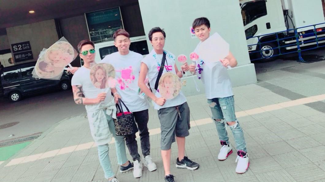 日前勇成和友人飛到韓國看TWICE演唱會。圖/翻攝自 推特