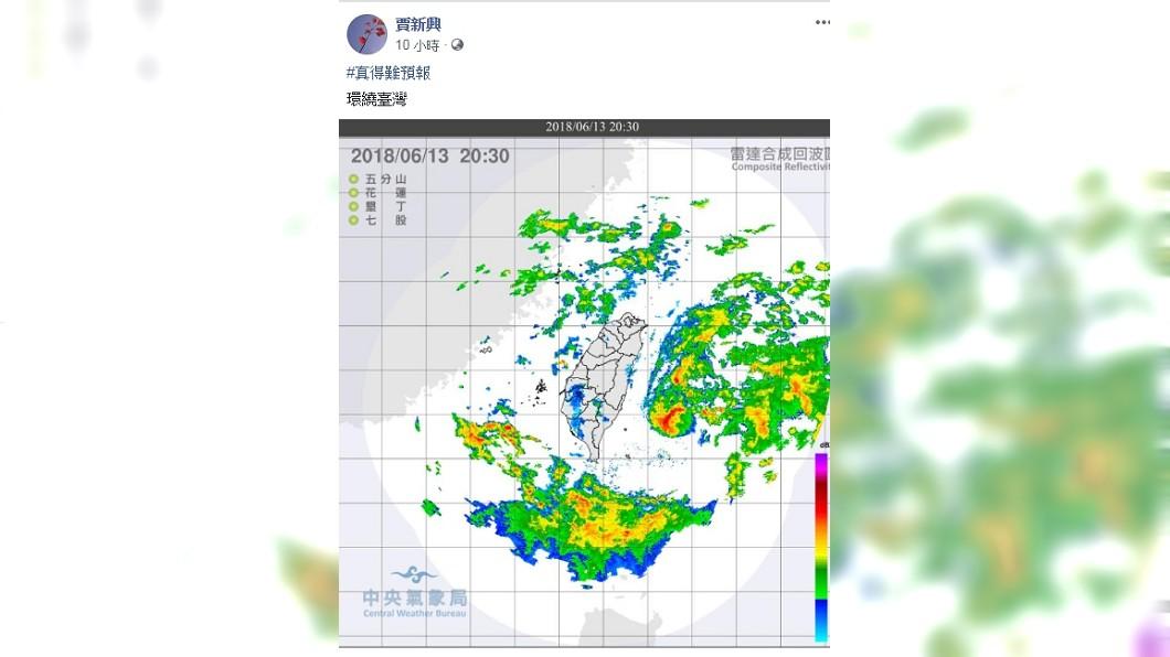 13日晚間雲系繞著台灣走,宛如被防護罩蓋住一般,水氣進不來。圖/賈新興臉書