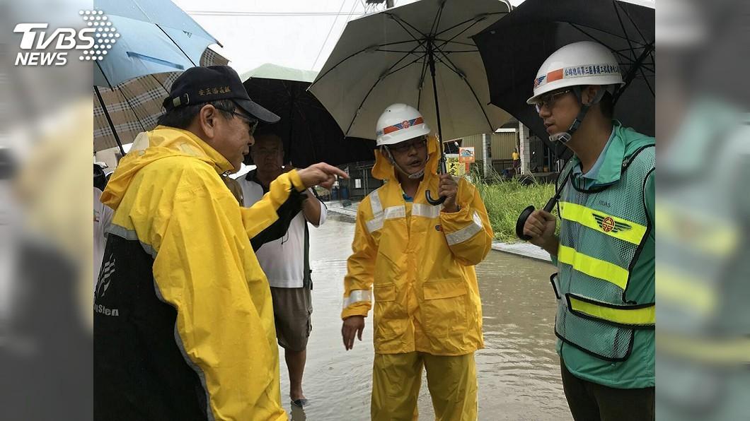 圖/中央社 屏東佳冬淹水2小時消退 抽水機發揮功效