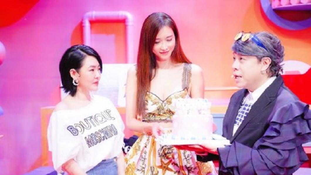 小S和蔡康永開新節目,林志玲前往探班。(圖/翻攝自微博)