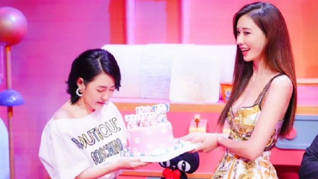 小S許下生日願望:希望林志玲1年內消失演藝圈,但背後原因其實很溫暖。(圖/翻攝自微博)