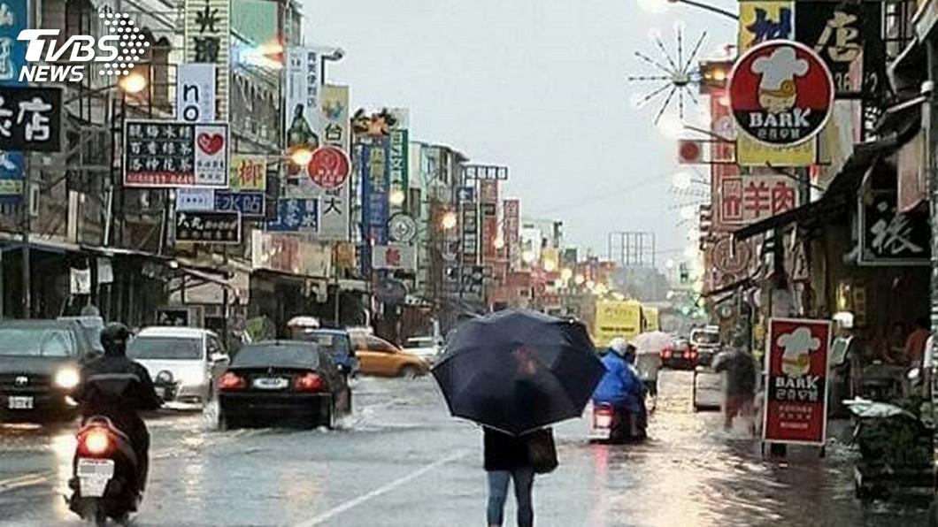 圖/中央社 屏東沿海4鄉鎮傳淹水 多處路段交通管制