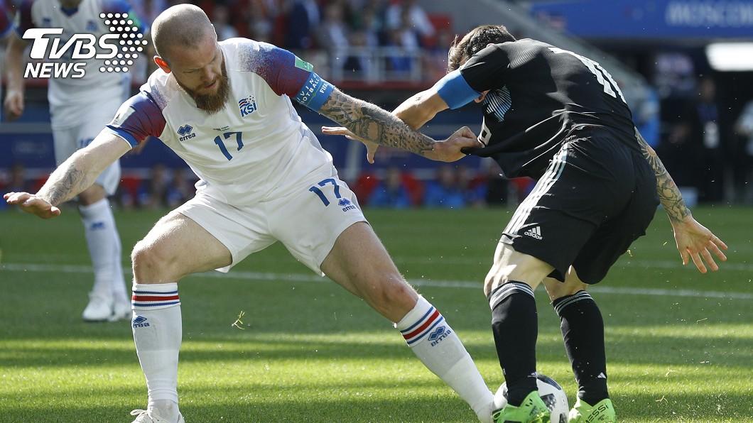 右後衛沙瓦森他在冰島的職業是包裝鹽工人,為了來踢世界盃還向工廠請假。圖/達志影像美聯社(世足賽)