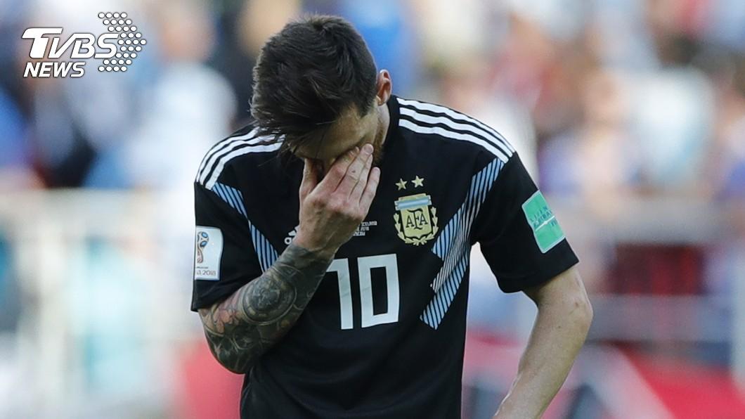 冰島門將霍多森擋下梅西的12碼球,最終以1比1戰平阿根廷,震驚足壇外。圖為梅西/達志影像美聯社(世足賽)