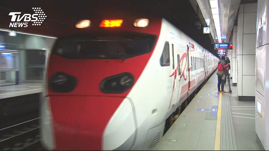 台鐵今天零時起,開放中秋節連續假期車票訂購。(圖/TVBS) 台鐵中秋連假車票開訂 花東北高熱門時段售完