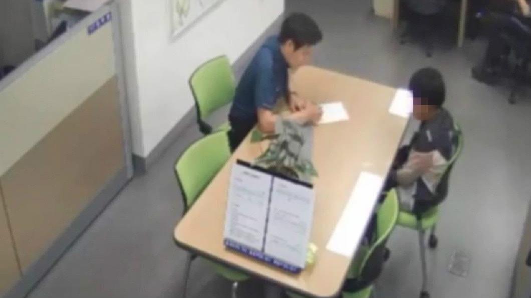 南韓一名男童因偷母親的錢,被處罰要上警察局自首。(圖/翻攝自臉書) 12歲兒偷零用錢…母罰他去警局「自首」 網讚:真教育