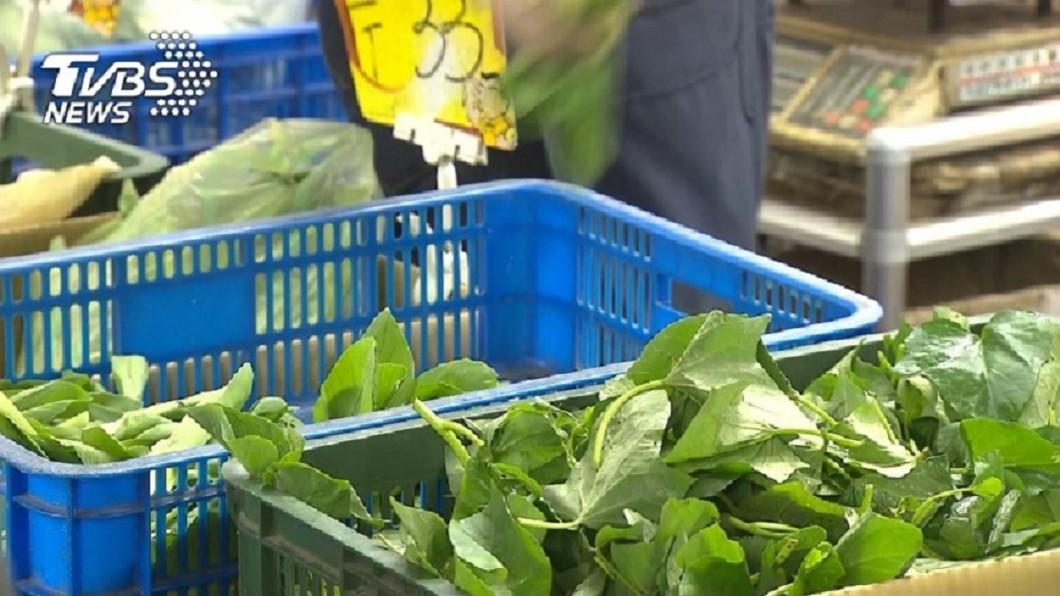 示意圖/TVBS 縮傘下蹲路邊!小5女幫母賣菜 「有人買就開心」惹鼻酸