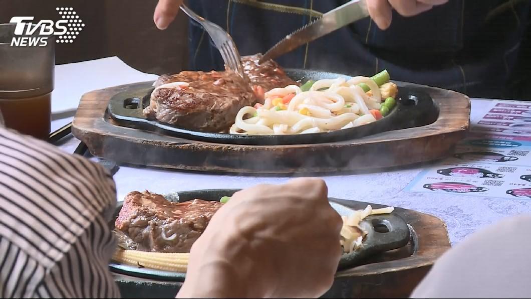 (示意圖,與新聞事件無關。圖/TVBS) 顧客在沙拉吧滑倒受傷 更一審改判牛排館賠91萬