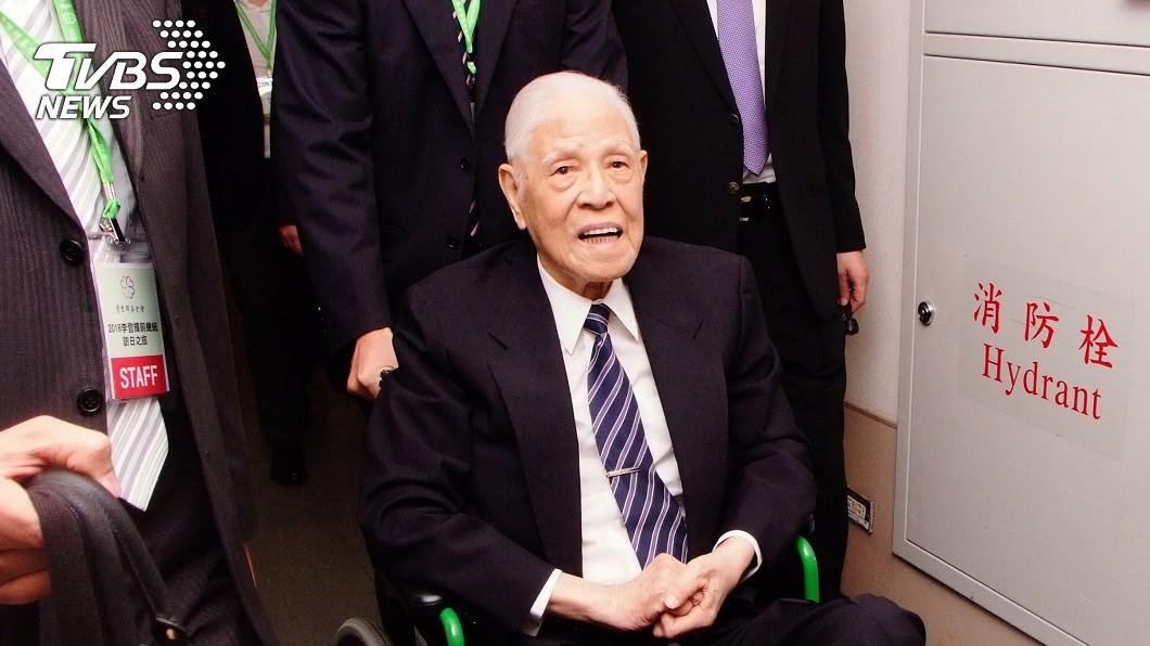 前總統李登輝長壽秘訣曝光。(圖/TVBS) 李登輝影響政壇半世紀 靠「雙打」延年益壽