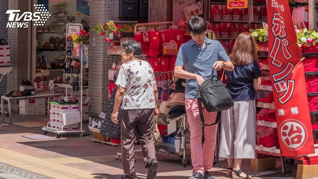 示意圖/TVBS 商店減少 日本逾800萬高齡者成「購物難民」