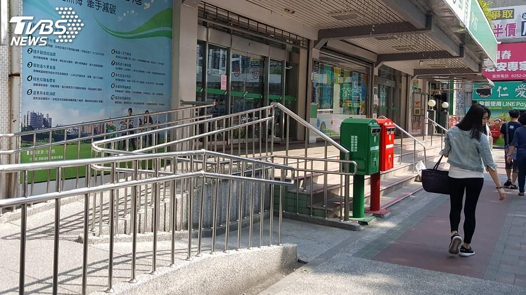 圖/中央社 無障礙設施 公家機關郵局、銀行最難用