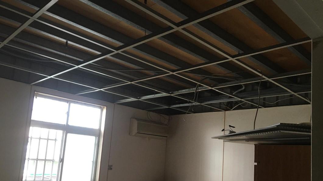 圖/爆廢公社 拆天花板下「白骨雨」 裝潢工崩潰:都沒聞到屍臭?