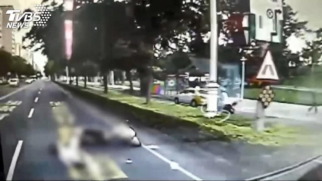 圖/TVBS 熱心民眾見義勇為 目睹車禍狂追肇事者