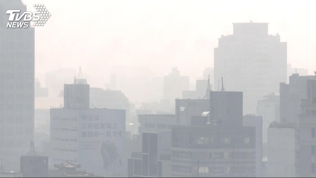 圖/TVBS資料畫面 口罩戴好!西半部空氣品質不佳 49測站亮橘燈