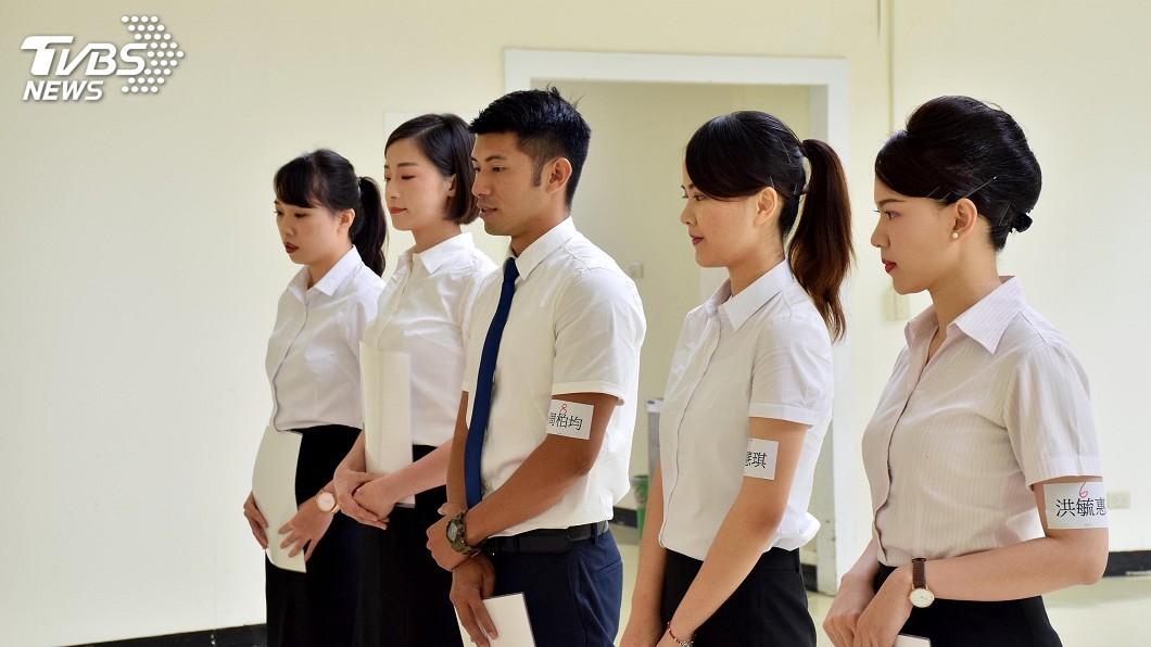 圖/中央社 遠航空服員招考錄取率不到2% 男性報考者變多