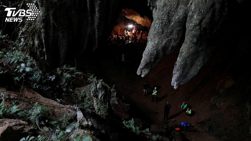 圖/達志影像路透社 受困淹水洞穴4天 泰欲開鑿井狀通道救人
