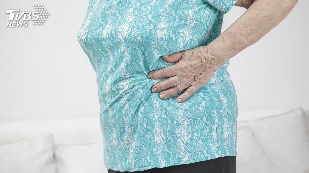 示意圖/TVBS 腫瘤堵住腸道難排便 90歲阿嬤險腸穿孔