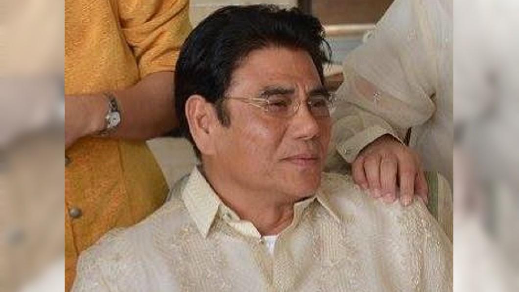 圖/翻攝自Antonio Halili臉書 曾令毒嫌遊街 菲國爭議市長遭槍擊身亡