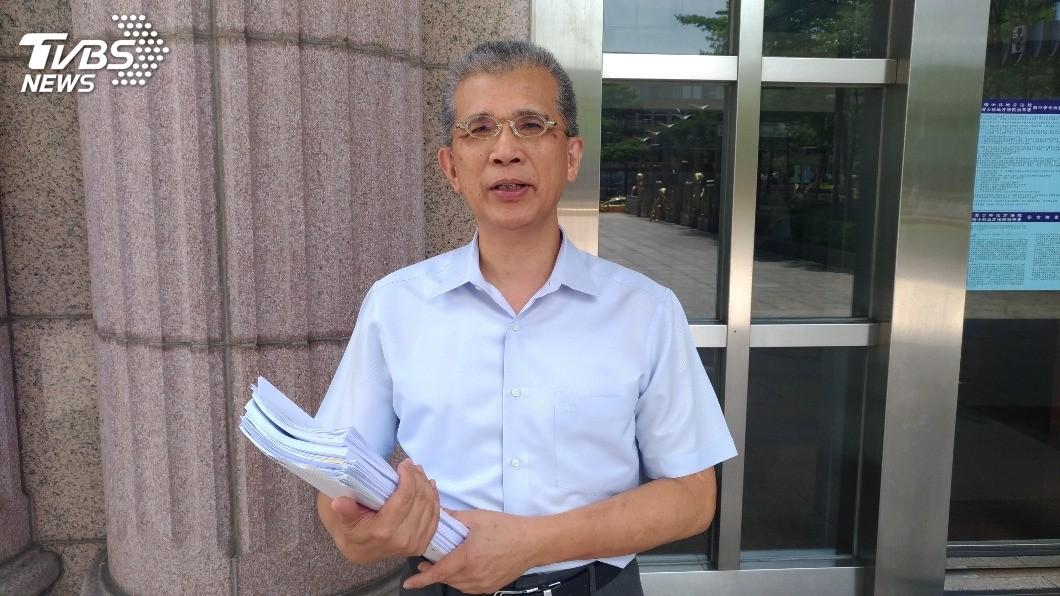 律師吳榮達表示,李峻毅的勞動力減損經鑑定逾90%,代表他幾乎沒有工作能力。圖/TVBS 八仙塵爆最小傷患 勞動力減損鑑定達92.28%