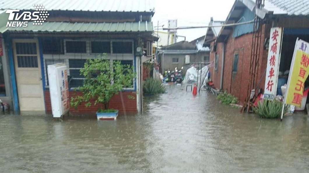 圖/中央社 降雨強度驚人! 台南部分地區出現道路積水