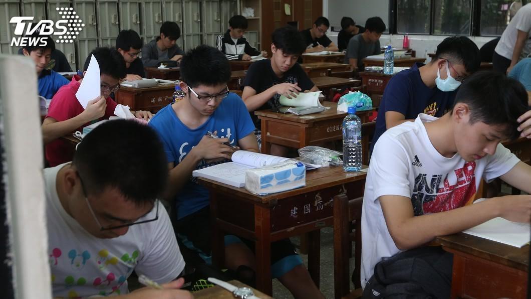 圖/中央社 指考英文閱讀測驗科普入題 作文考社區活動